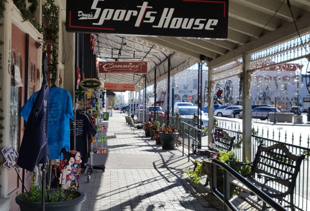 Street shot of clothing & gift shops in Granbury, TX